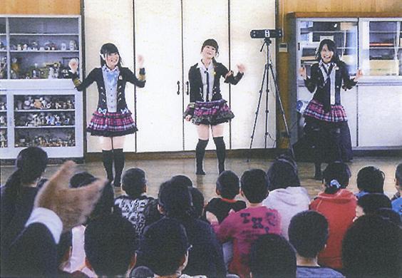 サザンクロスが子供達に歌をプレゼント_2.jpg