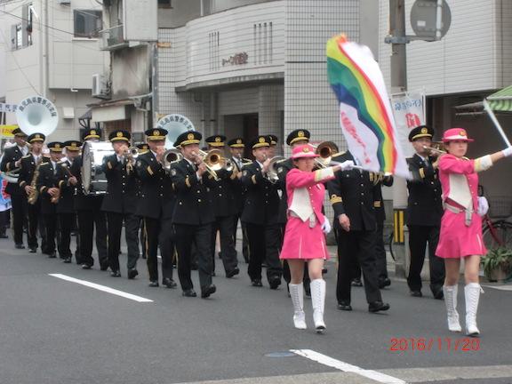 県警察音楽隊を先頭とする街頭パレード